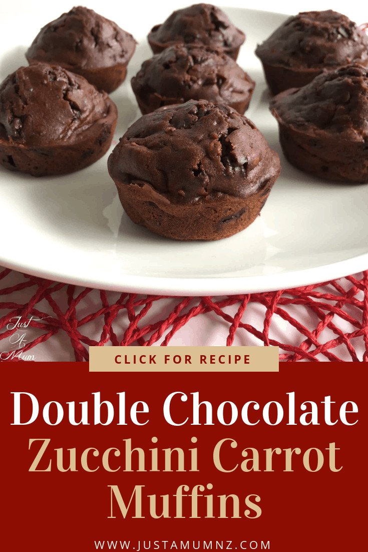 Delicious Double Chocolate Muffins with Zucchini and Carrot, loaded with chocolate chips and hidden vegetables! Healthy and easy, you will love this recipe, it is the best! #recipe #baking #