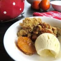 Persimmon Crumble with Honey and Cinnamon