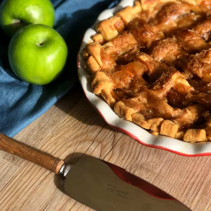 Delicious Caramel Apple Pie