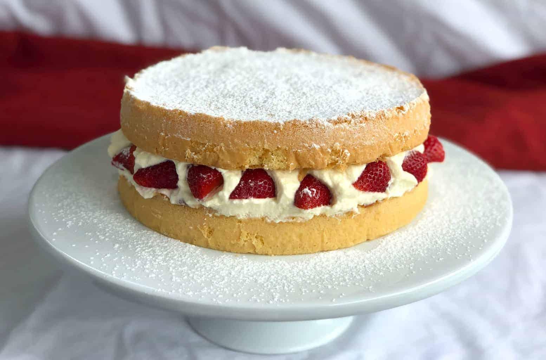 Delicious Easy Sponge Cake Recipe
