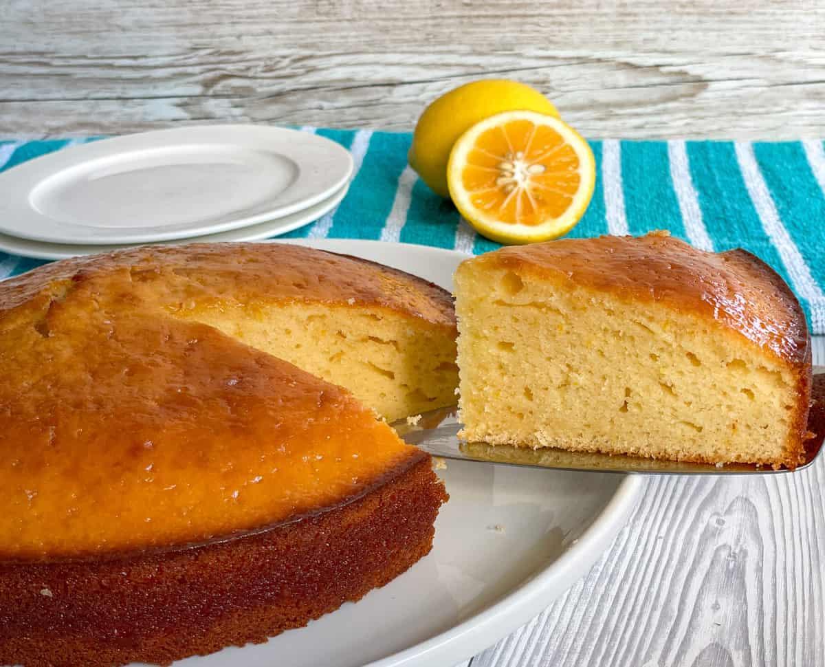 Serving lemon syrup cake